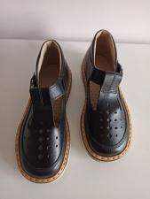 Juodi sandalai