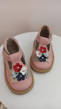 Pudra sandaliukai su spalvotomis gėlytėmis