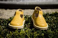 Geltoni sandaliukai