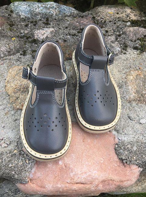 Pilki sandaliukai su sagtele