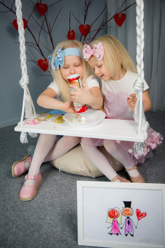 Rožiniai sandaliukai su gėlytėmis