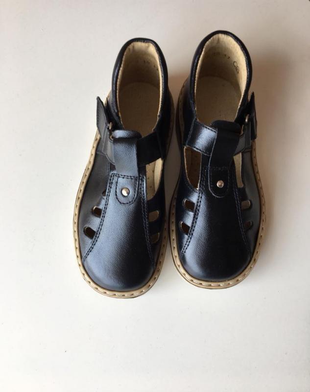 Black sandalai