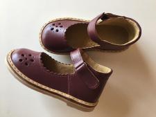 Slyvos spalvos sandaliukai