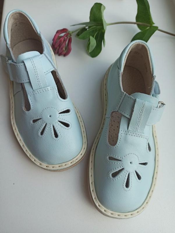 Melsvi sandaliukai