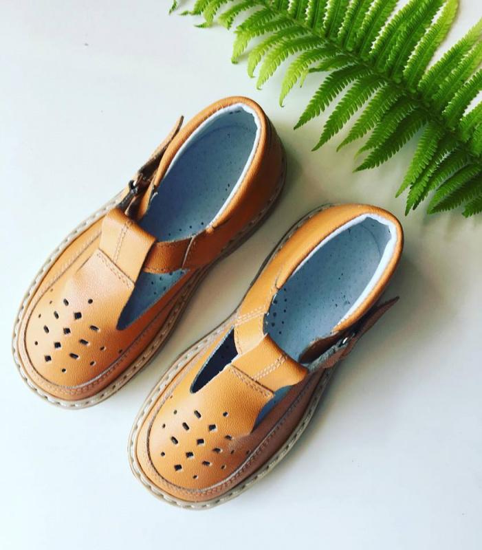 Orange sandaliukai