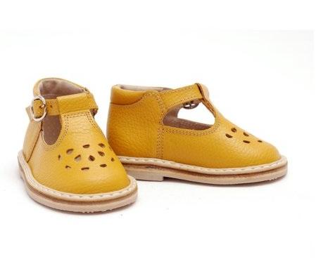 YELLOW sandaliukai