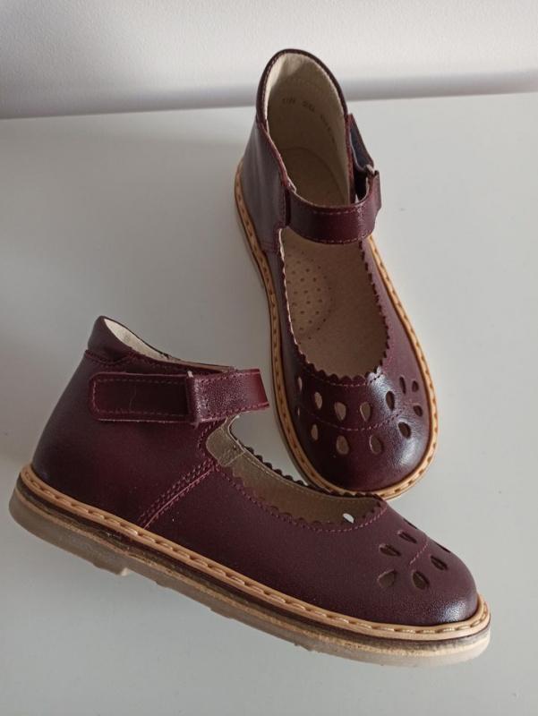 Bordo sandaliukai