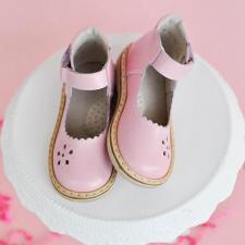 Švelniai rausvos spalvos sandaliukai